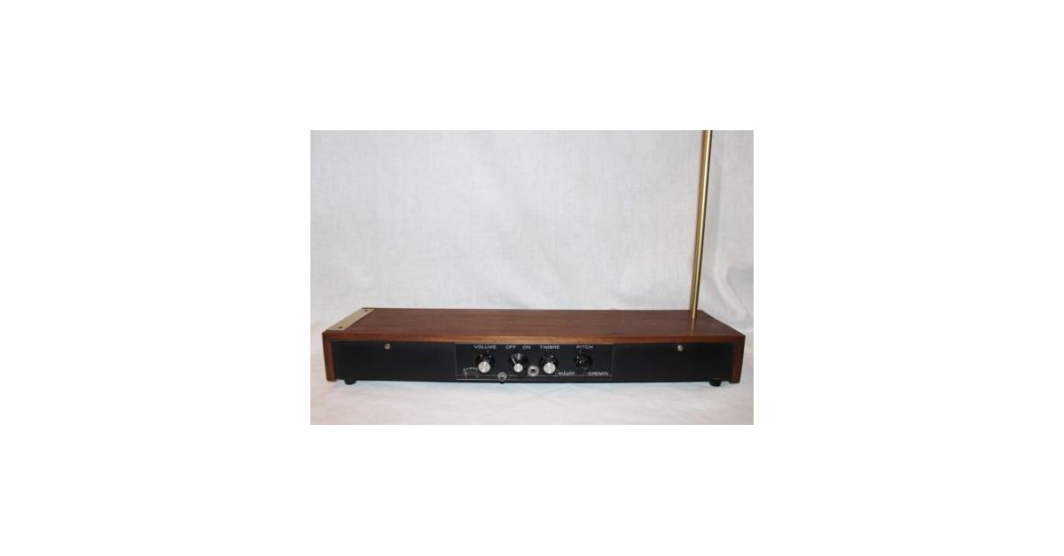 theremin world vintage moog troubador theremin on ebay. Black Bedroom Furniture Sets. Home Design Ideas
