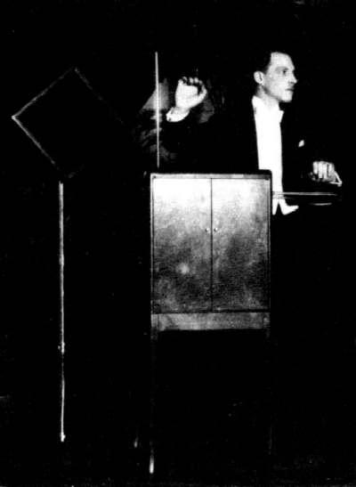 Leon Thermemin Performing